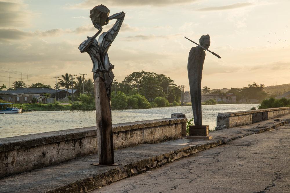 Outside the Lolo GalLEria taler. -Matanzas, Cuba