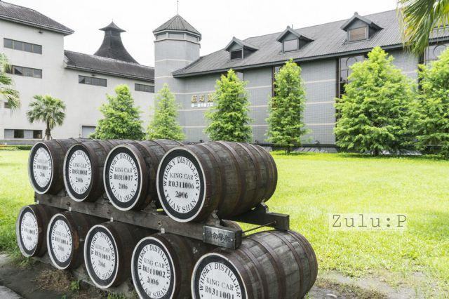 沿著小路進入酒堡,大家可以見到酒廠建築設計參考了傳統蘇格蘭蒸餾廠的角型屋頂設計。