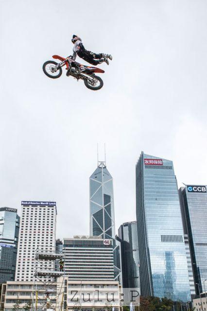 飛越香港嘛,這就是一些具意境的畫面