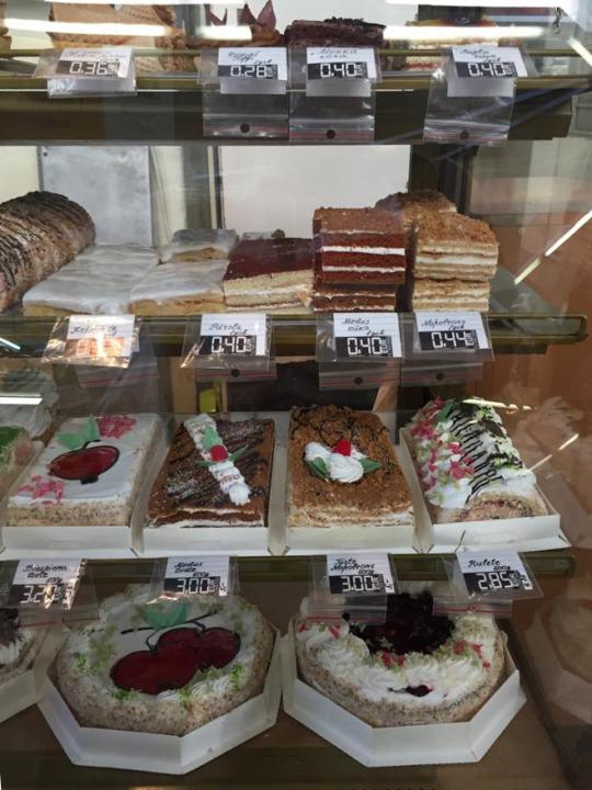 Latvia<—–早幾個月我才問過朋友這是甚麼國家,幾個月後就來了。來到Riga,最令我難忘的是街市的攤檔,甚有港式味道的糕餅