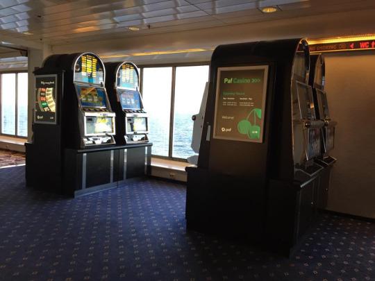 出到「公海」就可以開機,不過無論係里加,抑或塔林市區都有賭場,所以角子機相對就不大吸引,來來回回十數次都未見過人玩……