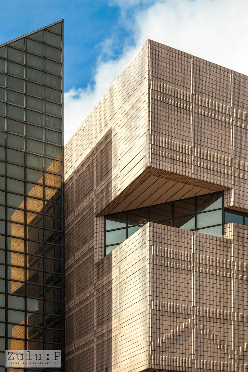 走廊位置的玻璃窗可以為館舍形成對稱反射效果,以前你有留意到嗎?