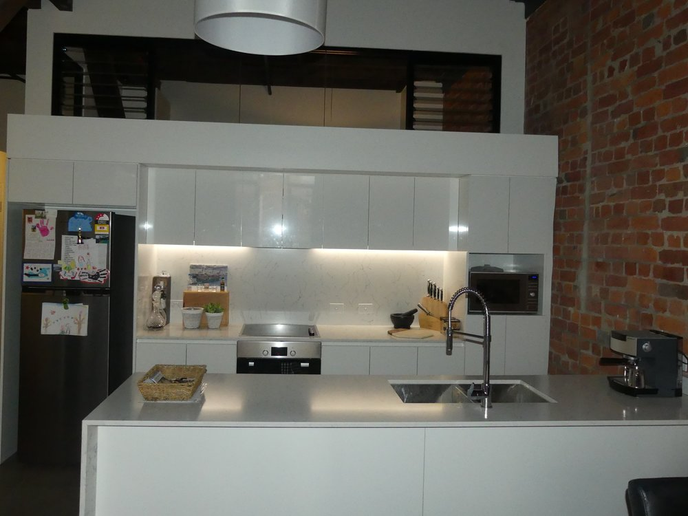 P1000070 kitchen.jpg