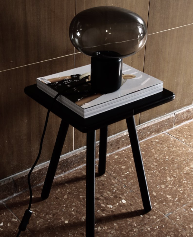 Karl-Johan Table Lampe - Black Marquina w. Smoked Glass // Photo by Yvgoyamag