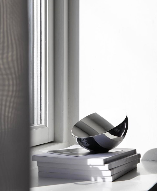 Aura Table Mirror // Photo by blogger Elisabeth Heier
