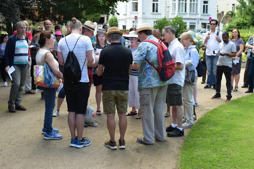 Pilgergruppe im Nerotal: anglikanischer Gesang