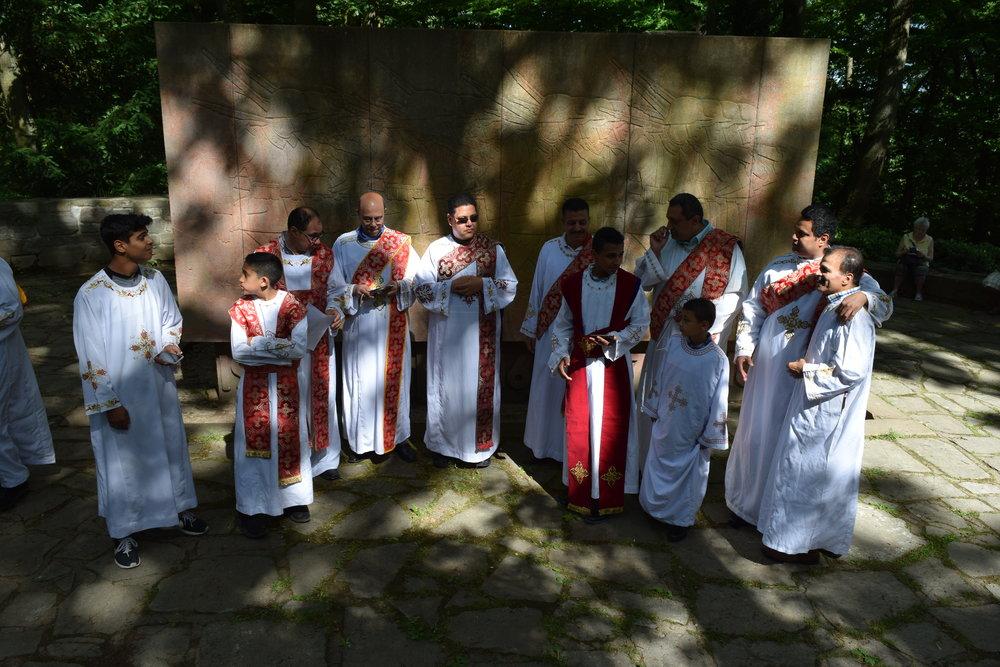 Koptisch orthodoxes Gebet am Kriegerdenkmal auf dem Neroberg