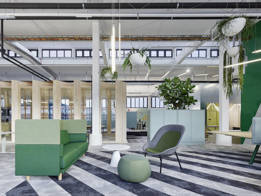 Bosch Automotive Steering - Neue Arbeitswelt 205, Innenarchitektur Stuttgart - Büro, Office, Arbeitswelt, green office, multispace, DeVorm, Lounge Chair, modular couch, garage office, interior architecture