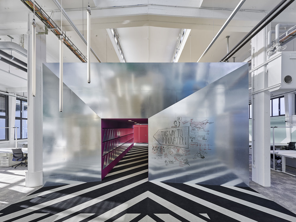 Bosch Automotive Steering - Neue Arbeitswelt 205, green office, multispace, zinc-covered, garage office, rubber floor, lightning, interior architecture, design, industrial