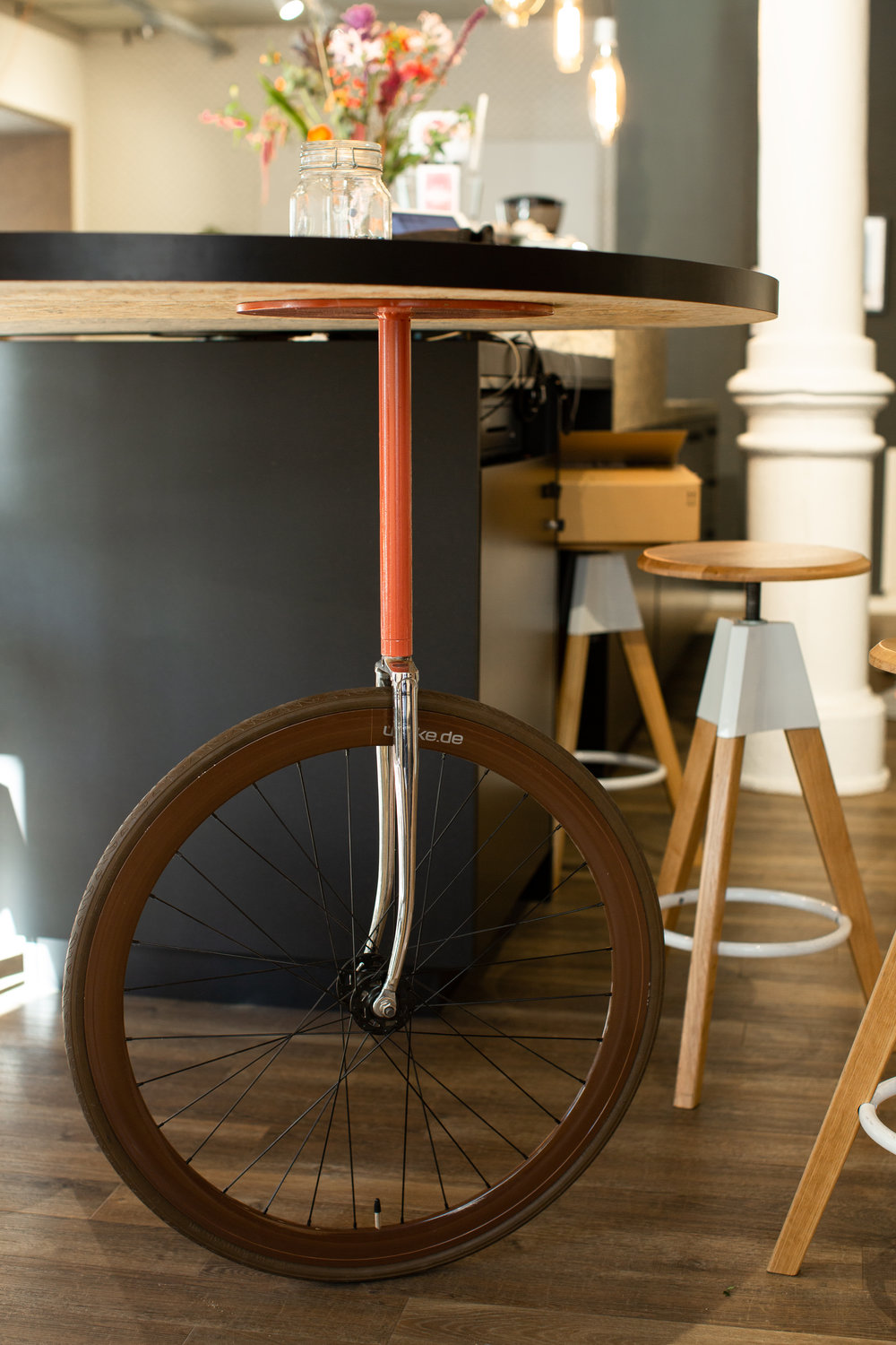 Mates Munich, Coworking, co-working space, bar, communication, office, interior architecture, design, table, barstool