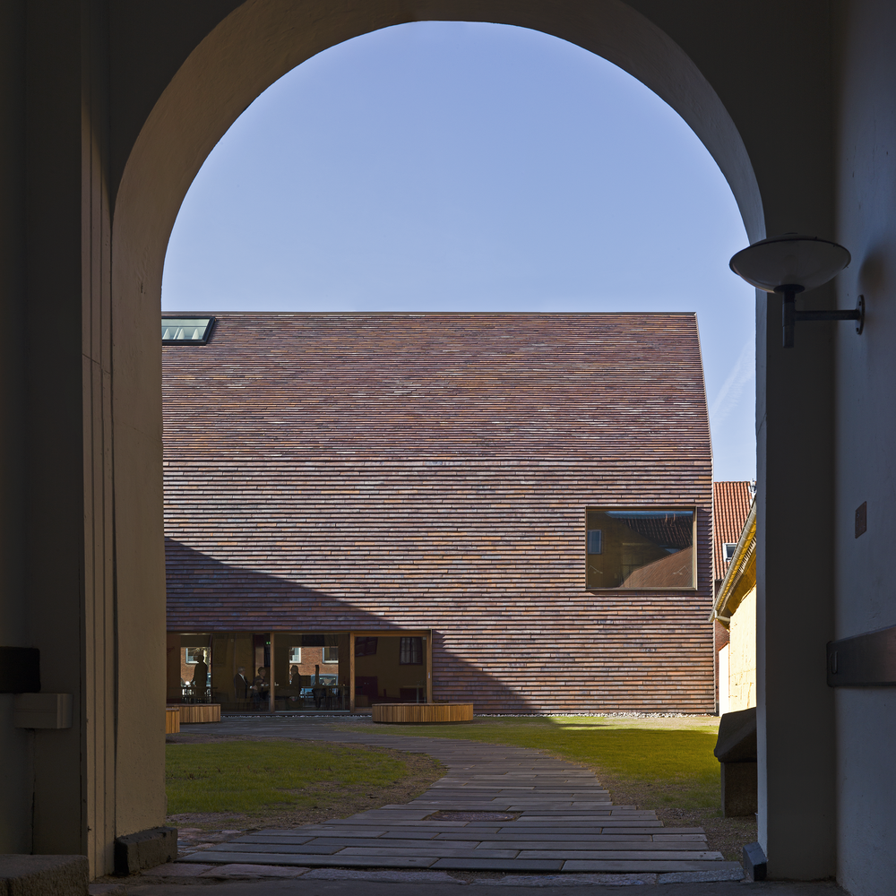 """Sorø art museum wins wan award From the jury: """"It was a hard decision to pick the winner but the judges all came to the conclusion after lengthy discussion that Petersen Cover by Petersen Tegl would be worthy of this accolade in the façade sub-category. Petersen Cover is a new building product that bestows a distinctive and modern look, whilst retaining all the familiar advantages of traditional brick. Due to the structure of the handmade brick, façades and roofs look beautiful, rustic and exclusive when covered with the new product. Brendon Moss was particularly taken with Petersen Cover """"This is how bricks should be made; this is a beautiful handmade product. I would use this"""". Sarah Williams also thought this product was one to watch and commented: """"Architects will love this, this is beautiful."""" January 2015"""