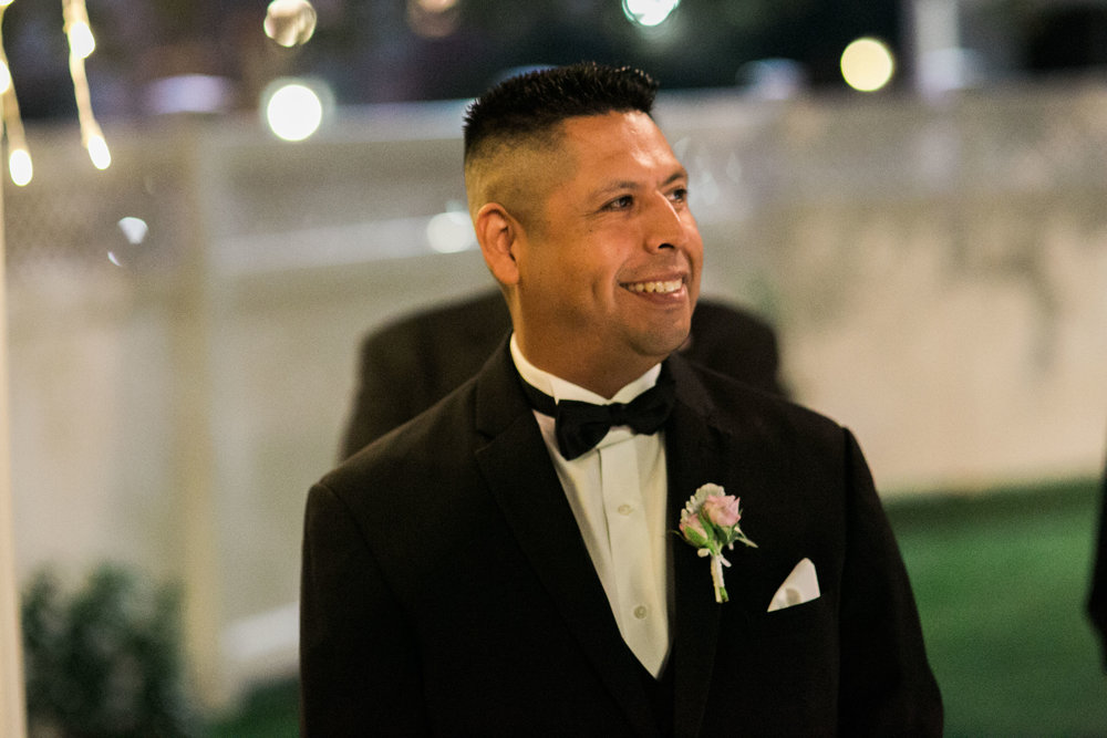 Juan's reaction when he sees his bride for the first time.