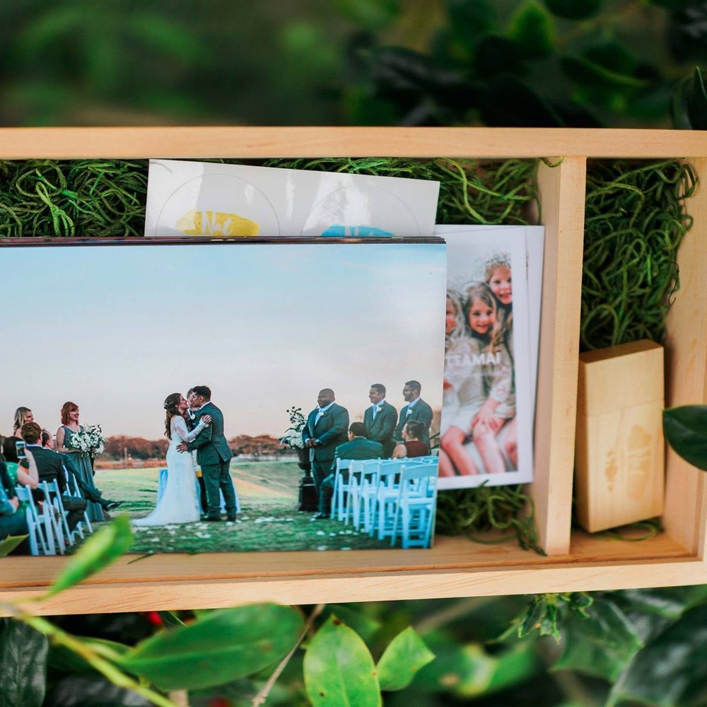 Photo Box  - Your wedding photo box will be send within 4 weeks after your wedding days. The photo box will include pictures, 4x6, of your wedding and an USB with all edited wedding pictures.