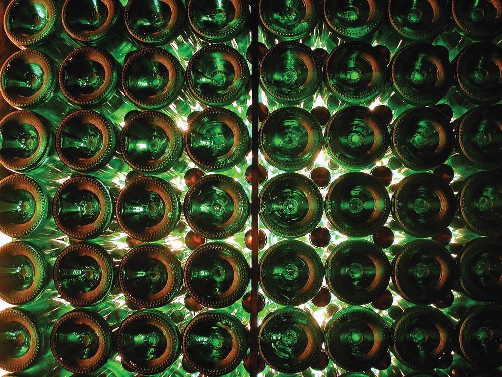 Leidenschaft   Lugana Spumante   Entweder nach der Druckgär- oder Flaschengärmethode hergestellt, fein-krokantes Mousseaux mit angenehmen Zitrus-, Mandel- und Brotkrustennoten