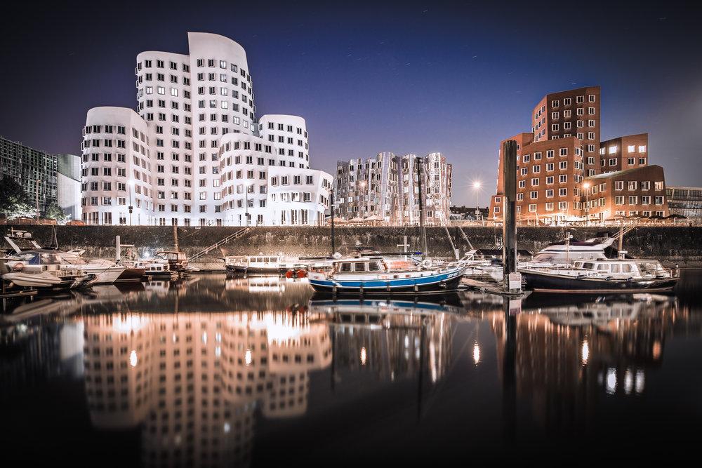 Düsseldorf,  Der Neue Zollhof ,  la nuova dogana realizzata da Frank O.Gehry - foto di  Frank Friedrichs ,  Flickr.com