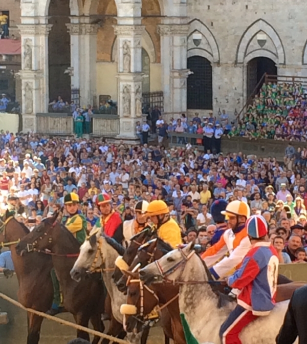 A provo (trial race) a few days before the Palio