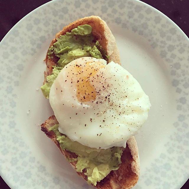 Breakfast of champions #avocado #sourdough #poachedegg #pcos #pcostips #lowgi