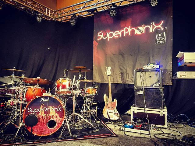 Showtime 20h... Who's in? #superphonix #live #band #hr1band2013 #vocals #drums #bass #guitar #keys #sax #music #inear #stagediver4 #music #musiclife #wetzlar