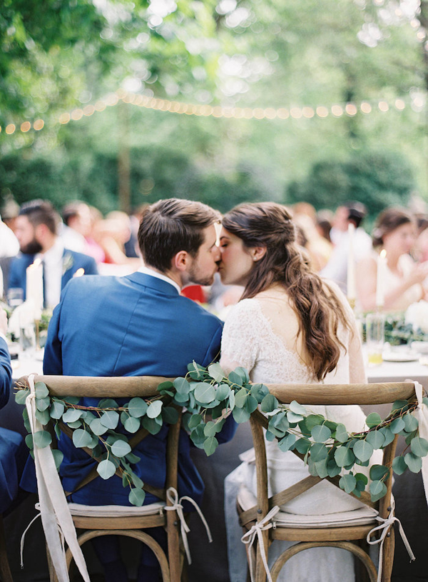 wedding-garland-chairs-neutral.png