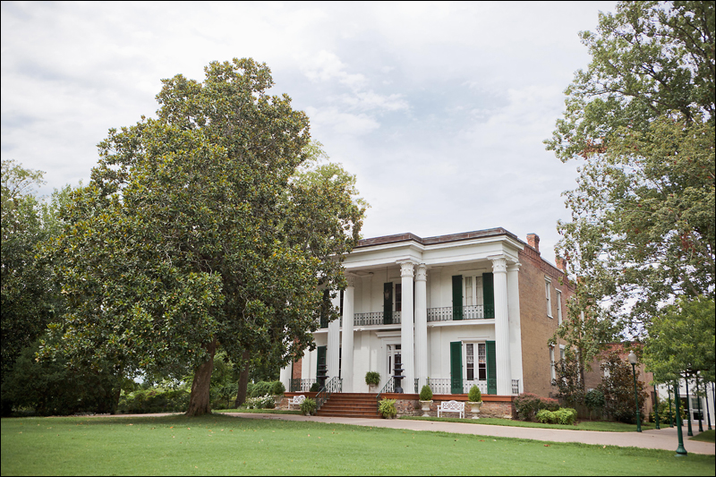 Riverwood Mansion is conveniently located approximately 10 minutes from Opryland Hotel and 12 minutes from downtown Nashville, making it very convenient for the ultimate Nashville wedding.