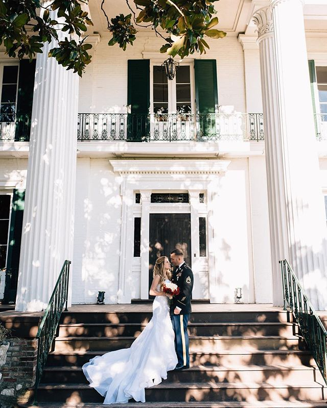 Get swept away by this gorgeous bride, her stunning train and that beautiful back-drop!  #RiverwoodMansion 📷: @christywilsonphotography