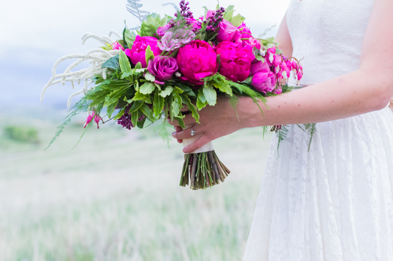 Colorado Mountain Wedding Photographer - fuchsia bouquet