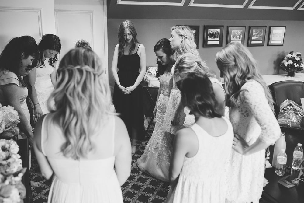 bride praying before wedding
