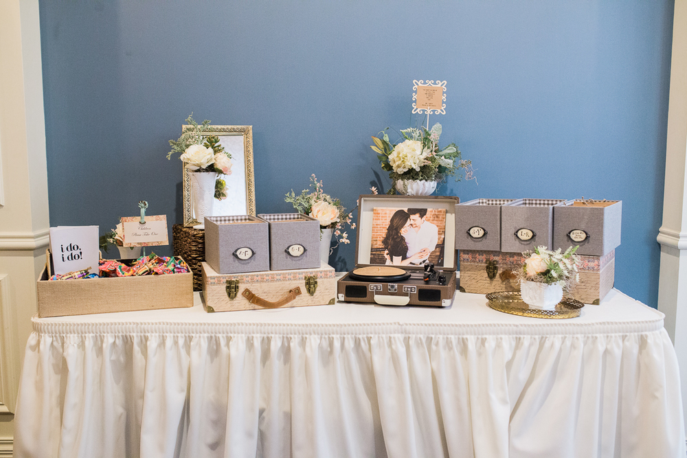 CD wedding favor table
