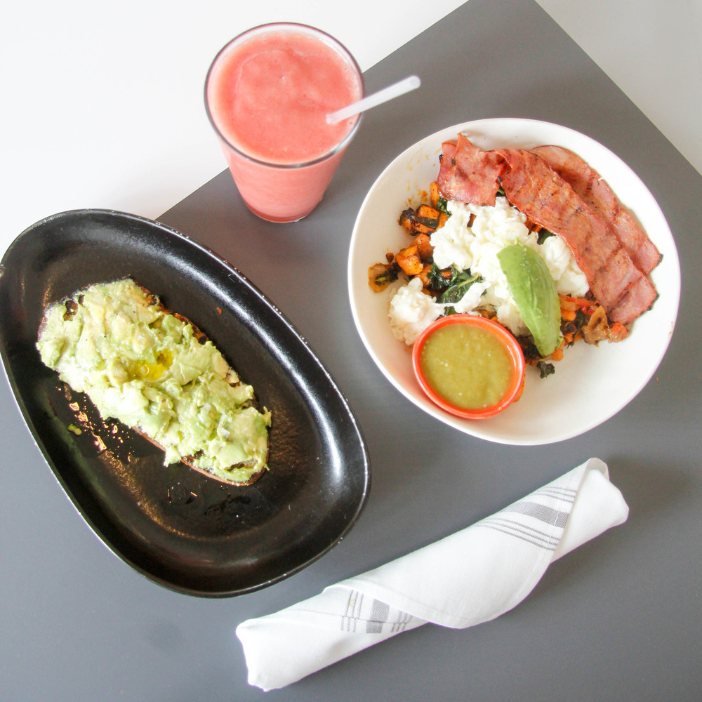Brunch at  DIRT  in South Beach, Miami | 7 Ways to Stay Healthy While Traveling | Jennifer Diaz