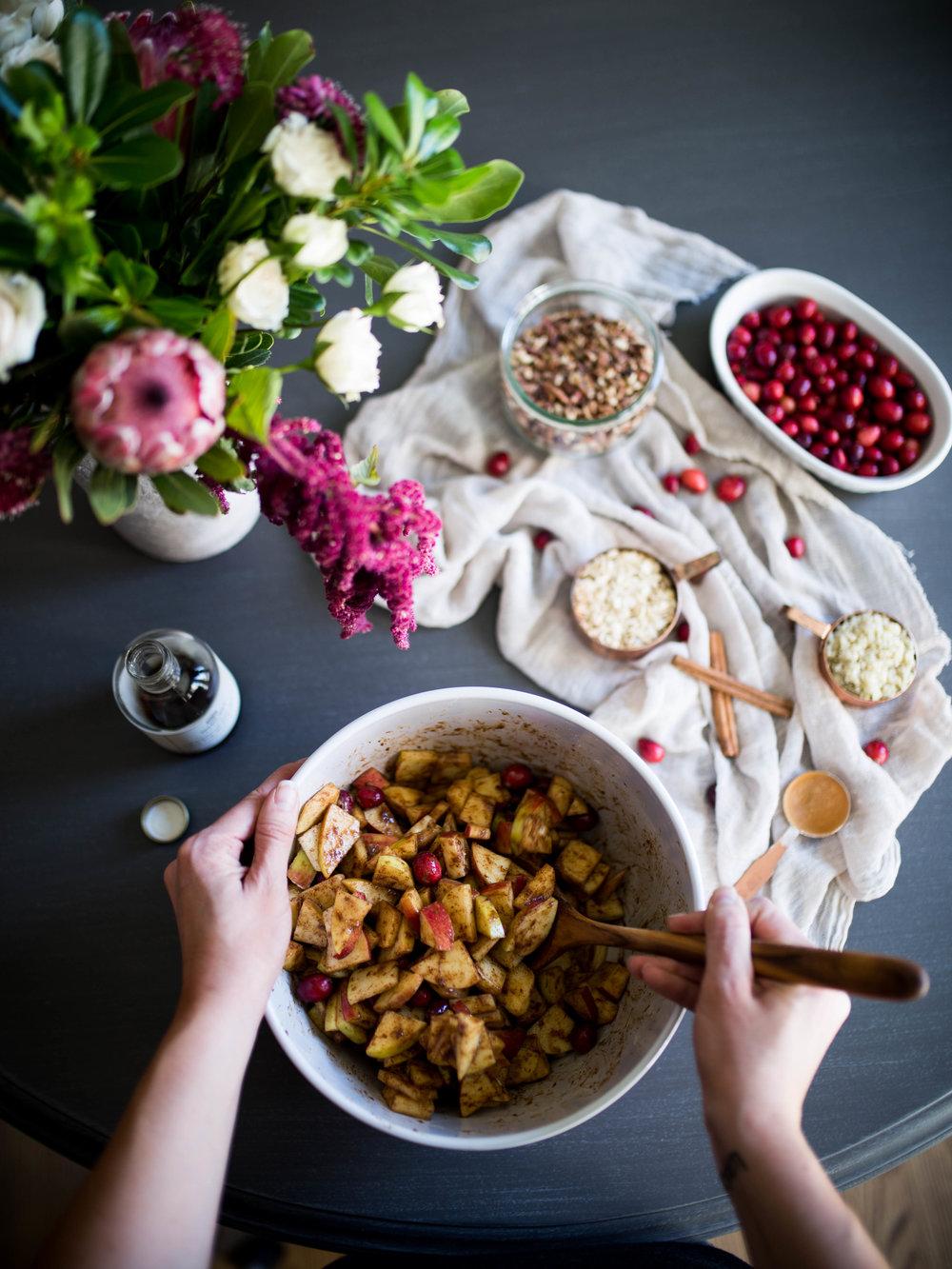 Gluten Free Cranberry Apple Crisp with Athleta | Jennifer Diaz | Holiday Recipes | Healthy Desserts | Gluten Free Desserts | Apple Pie | Thanksgiving Recipe