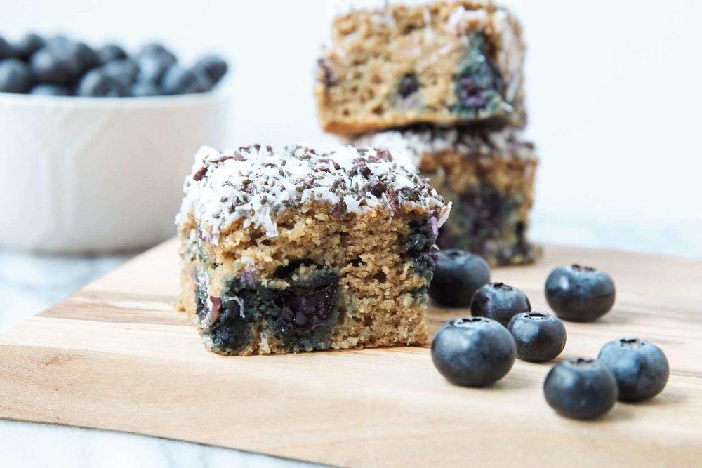 10 Healthy & Quick Options for Breakfast | Jennifer Diaz | Blueberry Banana Breakfast Bars by Jessi's Kitchen
