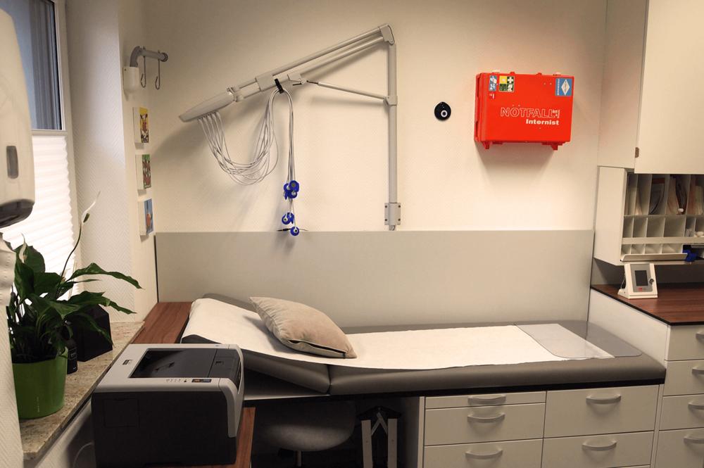 Defibrillator & Notfallkoffer