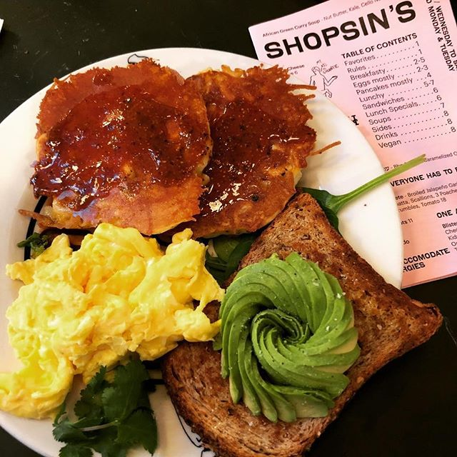 The OG Sunday brunch deal from @shopsinsnyc  #macandcheesepancakes #avocadotoast #essexstreetmarket