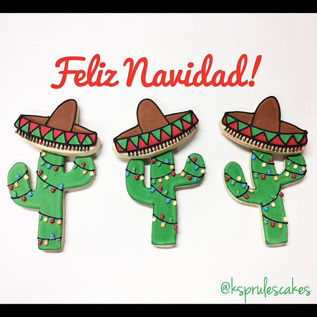 Feliz Navidad! We want to wish you a Merry Christmas from the bottom of our heartssss! 🎧🎄🌵#merrychristmas #feliznavidad #christmascookies #saguarocookies #sombrerocookies #customcookies #ksprulescakes