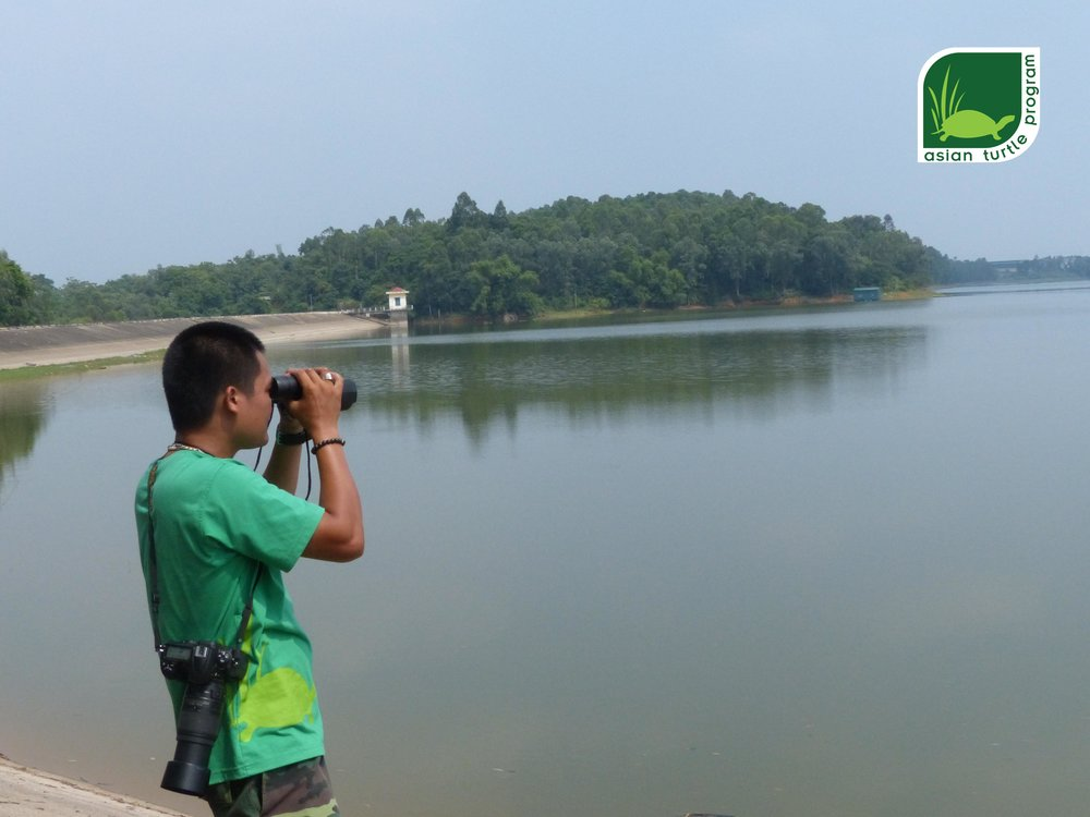 Nguyen Tai Thang of the ATP/IMC make observations around Xuan Khanh Lake, Vietnam.  Photo by: Nguyen Van Trong- ATP