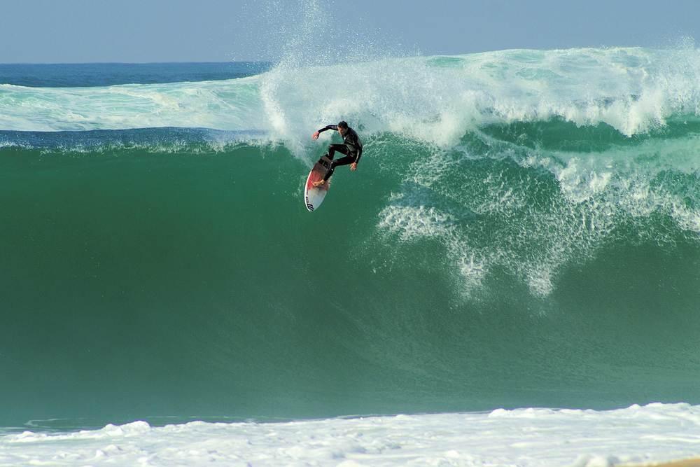 kelly-slater-surfing-hossegor