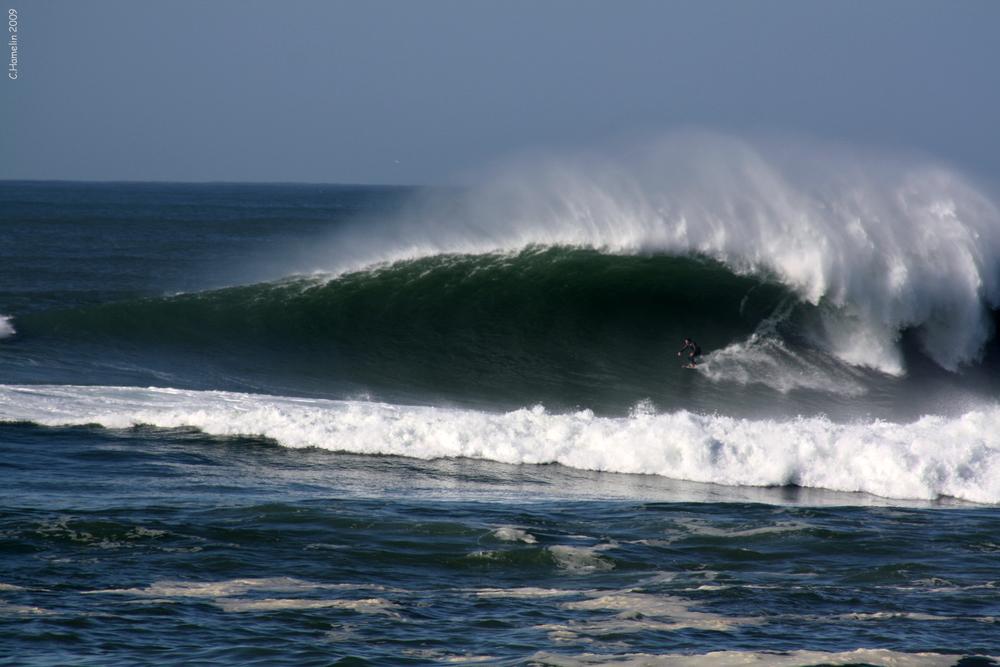 Big wave riding/ Hossegor
