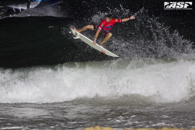 Guillaume_Mangiarotti_surfing_hossegor