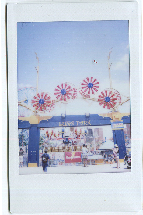 20140620115256-Fuji_Instax_swings___Luna_Gates.jpg