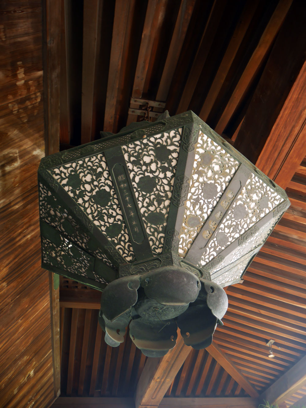 kyoto-temple-light.jpg