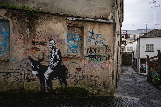 One more from #Lugo #Spain🇪🇸 . . . . . . . . . #wandrlustr #wanderlust #icu_architecture #jj_architecture #creative_architecture #arkiromantix #tv_architectural #archimasters #streetphoto #streetlife #streetportrait #documentary #lensculturestreets #urbanphotography #visitspain #icu_spain #ok_spain #spain2018 #sonyimages #sonyalpha #sonyalphasclub #traveltips #travelblogger #backpacker #streetart #streetmobs #urbexphotography #urbexworld