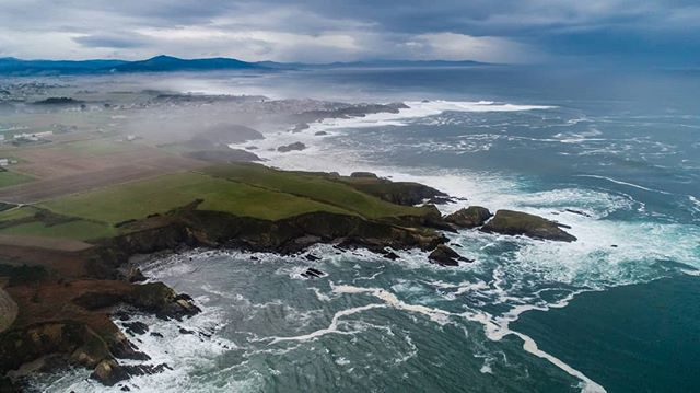 One of the most beautiful places I've ever seen- this is the coast of Galicia, looking something like #GameOfThrones and The Fingers, or something out of The Goonies and Oregon. The waves were easily 10-20 feet, and relentlessly batter the coast, spending a constant mist inland, which can be seen here from this photo I took with my drone. . . .. . . . . #wanderlust #wandrlustr #phantom4pro #galicia #españa🇪🇸 #instapassport #aroundtheworldpix #ig_masterpiece #flashesofdelight #travelog #mytinyatlas #saltlife #staysalty #sealife #water_of_our_world #theglobewanderer #madeofocean #welivetoexplore #thewavecave #ic_water #visitspain #icu_spain #ok_spain #spain2018 #instaspain #dji #djimavic #dronestagram #drones