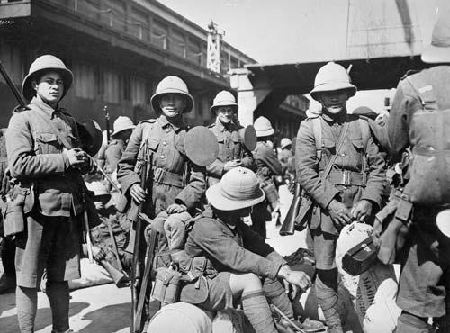 Soldiers of the Pioneer Battalion awaiting departure during World War I, probably in Wellington.  Image courtesy of the Alexander Turnbull Library, reference: 1/2-011079-F
