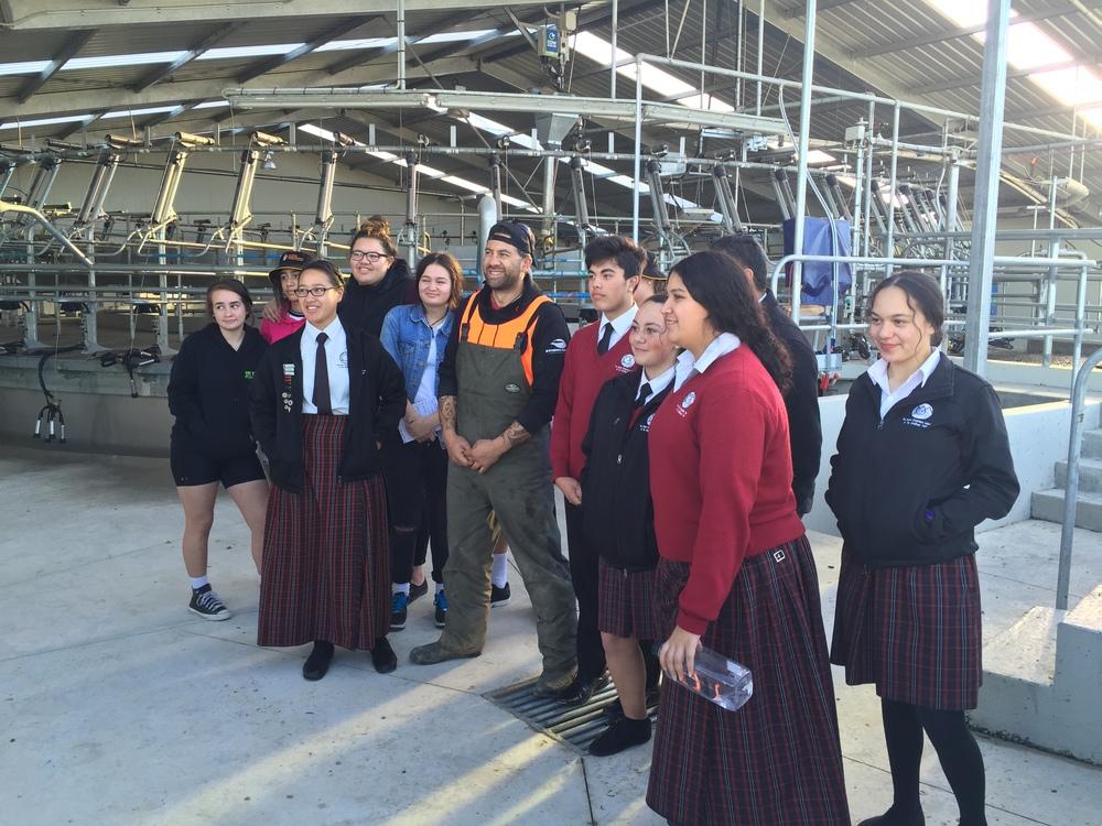 The rangatahi from Te Kura Kaupapa Māori o Te Whānau Tahi and Te Pa o Rakaihautu with Chris Eruera (Ngāi Tahu), at Ngāi Tahu Farms, in Eyrewell