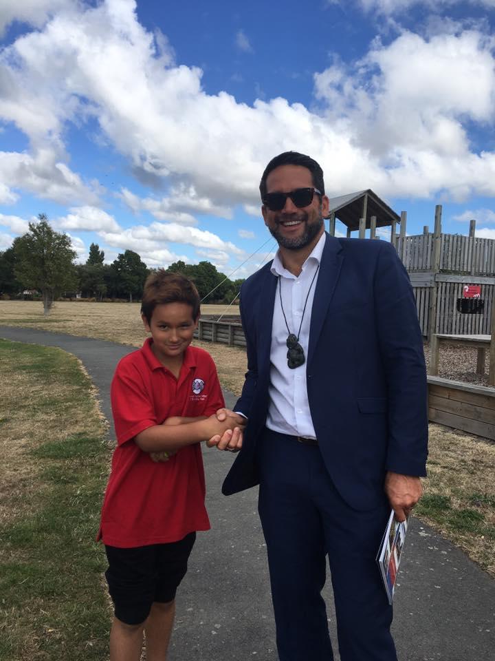 An aspiring Doctor meets Dr Lance O'Sullivan: Manuera Rīwai-Couch at Te Kura Kaupapa Māori o Te Whānau Tahi