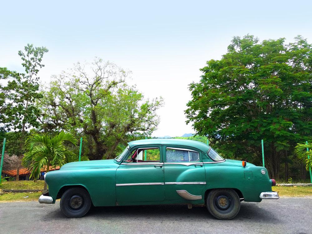TravelCuba_Viñales_GreenVintageCar_Classic.jpg