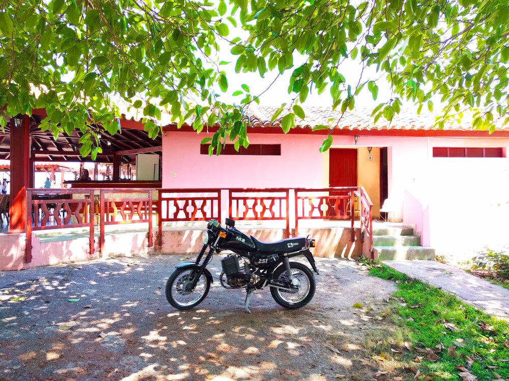TravelCuba_Viñales_ClassicMotorcycle.jpg