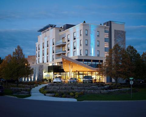 69481597-BEST-WESTERN-PREMIER-C-Hotel-by-Carmens-Hotel-Exterior-1-DEF.jpg