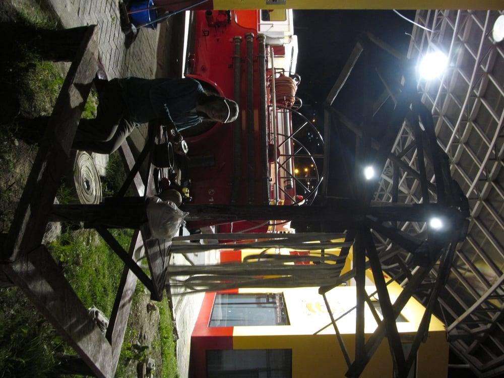 En Loja nos quedamos en nuestro primer bombero. Los Bomberos de Ecuador son muy amables y hicieron su hogar nuestras hogar.