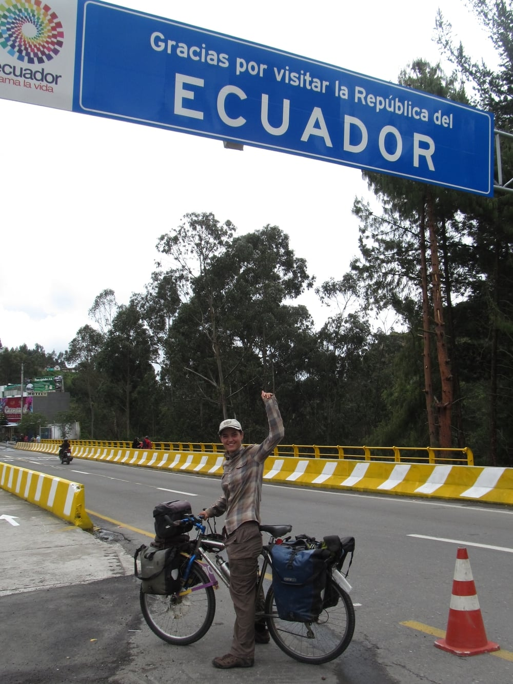 We say 'chao' to Ecuador and 'hola' to Colombia.